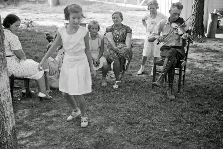 Ben Shahn - Sunday at home Penderlea Homesteads North Carolina 1937
