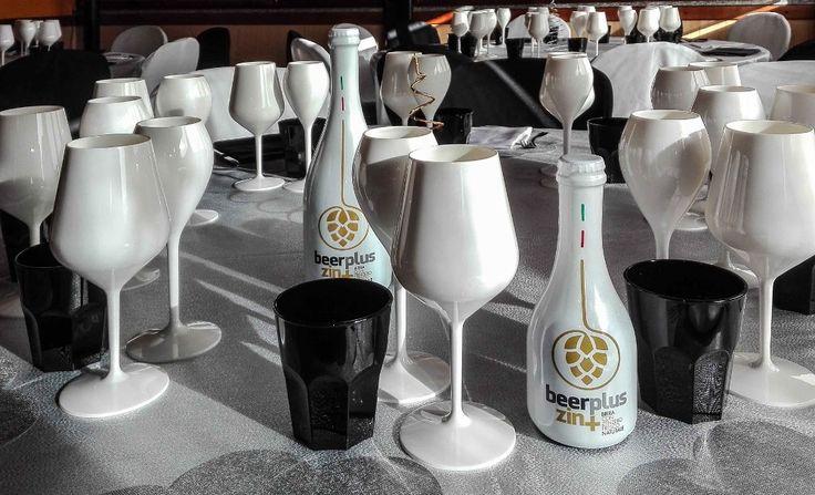[ BeerPlus - Birra Naturale Aromatizzata ] Per amanti dell'ottima birra artigianale, curata in ogni singolo aspetto produttivo. L'eccellente Golden Ale, dal gusto ricco ed equilibrato, è stata impreziosita con zenzero fresco. La birra creata con un mix di ingredienti di eccellente qualità, non filtrata e non pastorizzata, si presenta delicatamente frizzante e rinfrescante, di colore chiaro, priva di CO2 e conservanti ! Design elegante, bottiglia da collezionare . https://beerplus.it/shop/