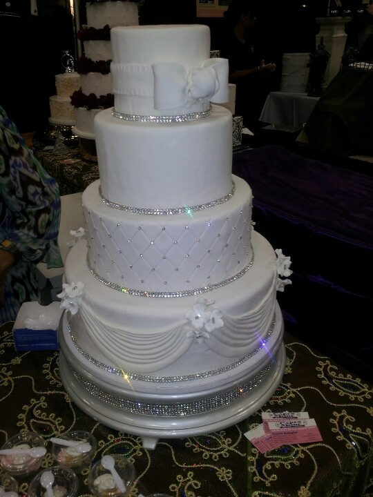 Bling Wedding Cake So Pretty Without The Top Layer