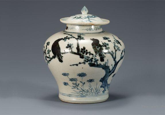 (Korea) White Porcelain Jar in under glaze Cobalt-Blue. Joseon dynasty, Korea. ca late 15th century to 16th century CE. National Treasures #170.  H 16.5cm.  National Museum of Korea. 백자 매화 대나무 새무늬 항아리. 국보 170호.