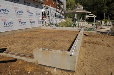 how to build a concrete foundation for a garage