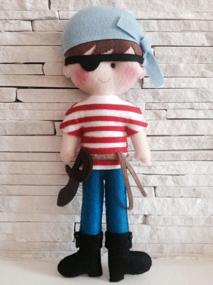 bonecos pirata em feltro .  Medida 30 cm de altura.