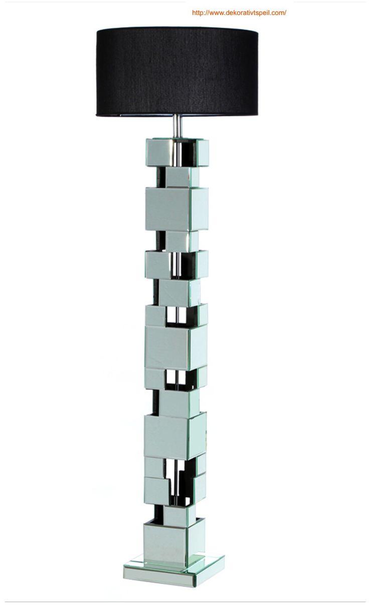 Stålampe med overflate av speil og sturktur i tre. Lampeskjerm i svart stoff.