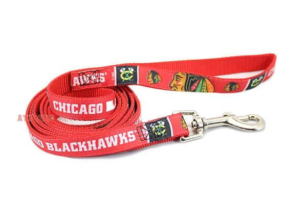 This officially licensed NHL Chicago Blackhawks premium dog leash is made of woven ribbon sewn on high tensile webbing and includes a steel quick-release for ea