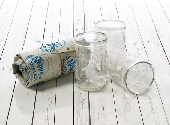Nappe lastenlasi valmistetaan käsityönä Suomessa ja pakataan kierrätyspaperiin.