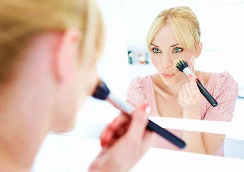 Piccoli accorgimenti per #fissare il #trucco a lungo ...per visualizzare i CONSIGLI➨➨➨ http://www.womansword.it/donna-bellezza-consigli/beauty-fai-da-te/beauty-fai-da-te-make-up/piccoli-accorgimenti-per-fissare-trucco/