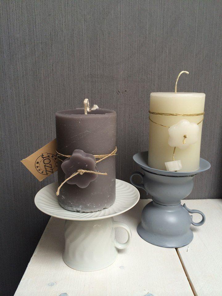 Zelfgemaakte kaarsen op zelfgemaakte kandelaars