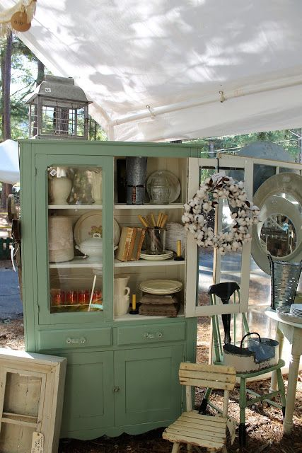 The vendors at the Country Living Fair Atlanta 2017 did a great job of composing wonderful vignettes of their wares in beautiful a...