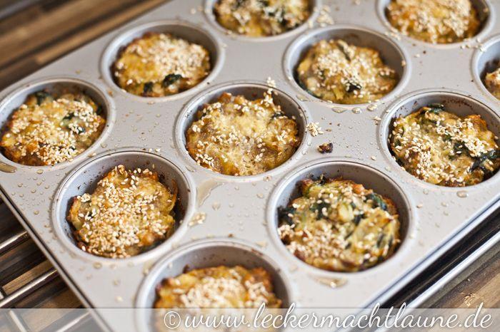 Genau genommen sind das keine Muffins sondern Küchlein aus der Muffinform, aber das macht doch nichts, oder? Denn lecker sind sie allemal. Das Gemüse wird nämlich von Käse und Ei ummantelt. Mmmmm…… Zutaten: (für ca 20 Küchlein) 500g gemischtes Hackfleisch … Weiterlesen →