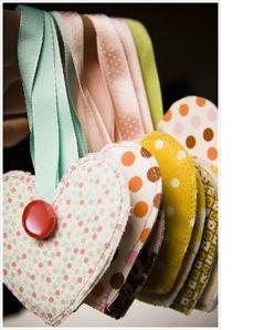 Ornaments: Quarter Crafts, Fabrics Ornaments, Christmas Crafts, Fabrics Heart, Fabrics Scrap, Diy Ornaments, Fat Quarter, Fabrics Christmas Ornaments, Heart Ornaments