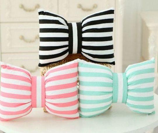Renkli dekoratif fiyonk yastık modelleri