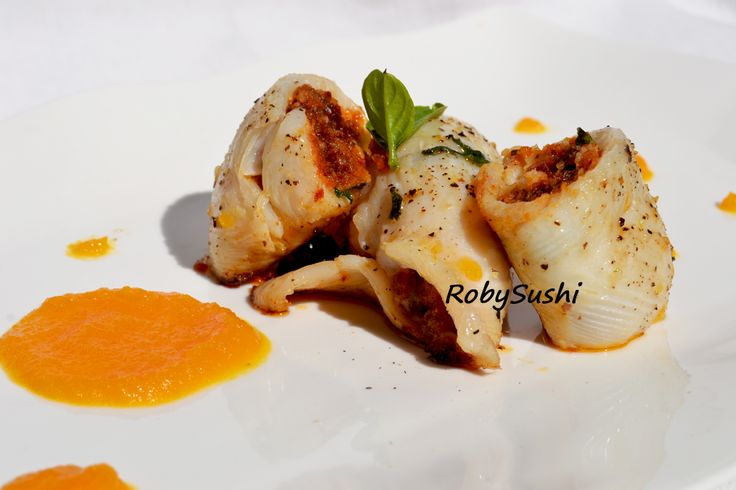 Filetti di sogliola con pesto di pomodori e mandorle su crema di carota allo zenzero! http://robysushi.com/2014/09/16/5-ingredienti-5-mosse-una-ricetta-sogliola-con-pesto-di-pomodori-e-mandorle-su-crema-di-carote-e-zenzero/