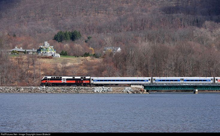 NH 229 Metro-North Railroad GE P32AC-DM at Beacon, New York by Jason Bialecki