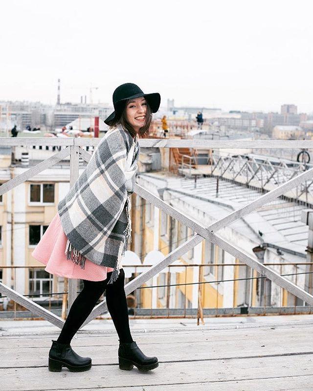 #шляпа #крыша #крышиспб #спб #питер #портрет #весна #город #city #jdanovaru #roof #hat #spring #portrait #people #photo #photographer #плед #лофтэтажи #этажиспб