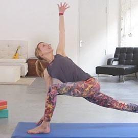 Mit dem ULTIMATIVEN HOME YOGA KURS bekommst DU: Den Online Kurs bestehend aus über 20 Videos und tollen Rezepten für mehr Energie im Alltag.
