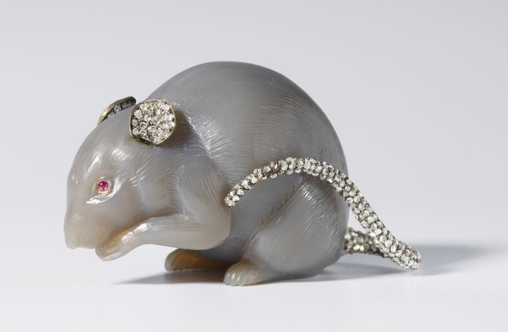 Mouse by Fabergé, c. 1907. Chalcedony, rose diamonds, silver. Commissioned by King Edward VII.