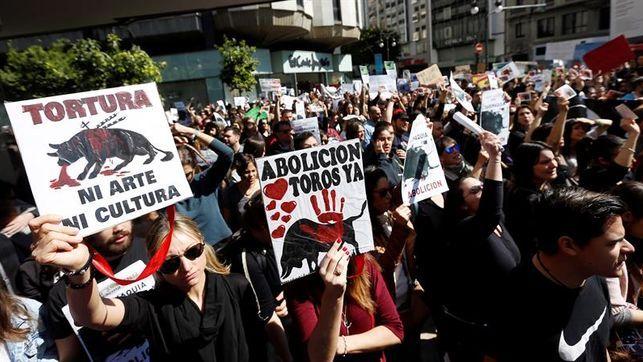 Unidos-Podemos pide al Congreso la abolición de las becerradas