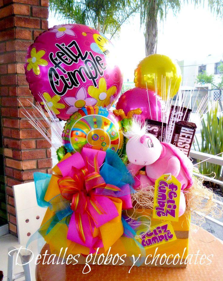 Detalles globos y chocolates arreglos con dulces for Arreglos de mesa con dulces