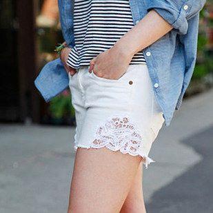 Probeer het snijden van uw jeans in korte broek en het toevoegen van kant. | 30 New Ways To Transform Your Old Jeans