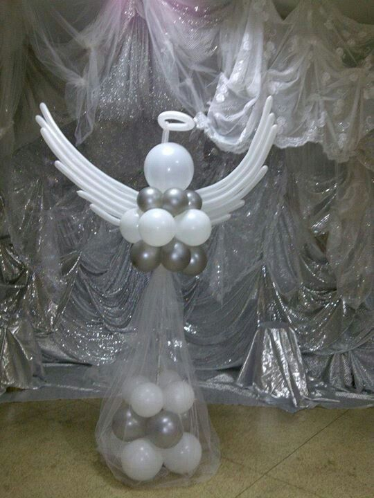 A heavenly angel made from latex balloons. Beautiful #BalloonArt!