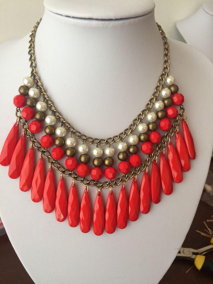 Maxi Collar Rojo y Perlas | Joyeria | Pinterest | Collars ...