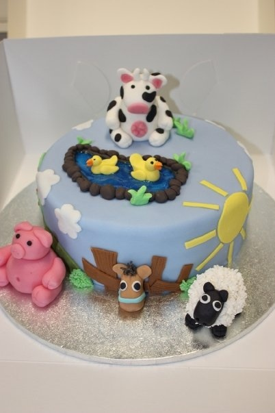 Barnyard inspired childrens birthday cake