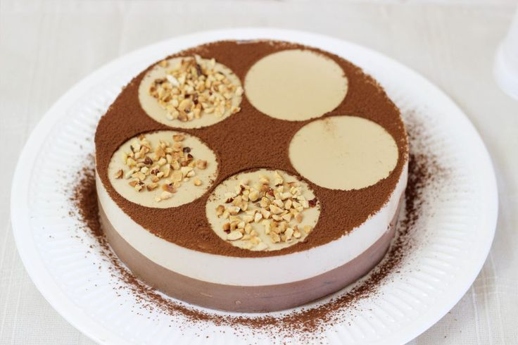 La torta panna cotta è un dessert al cucchiaio molto semplice da realizzare, oggi vediamo come prepararla al gusto caffè e cioccolato, un
