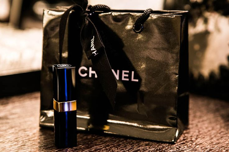 Chanel lipstick as favor for all the lady guests in a #chanel inspired #birthday party! #blackandwhite