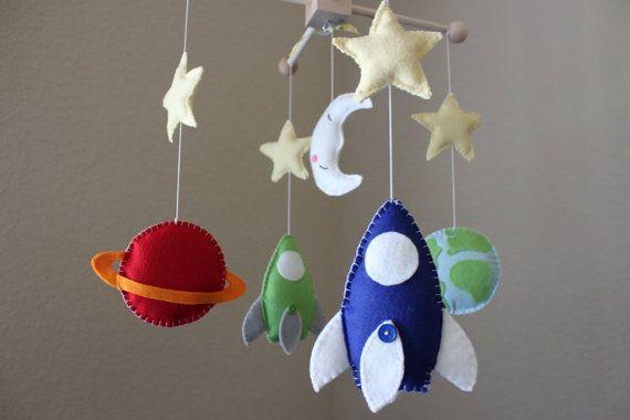 Bebé bebé cuna nave espacial vivero móvil por dropsofcolorshop