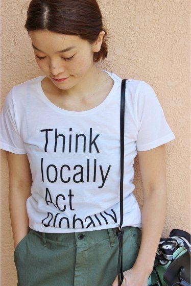 PUBLIK Think locally T  PUBLIK Think locally T 4320 2016SS LaTOTALITE 去年も人気だったPUBLIKのTシャツが今年も登場 シンプルデザインをベーシックなカラーで展開します リラックスしたスタイルに幅広く活躍します PUBLIK 福岡を拠点に主宰するプロジェクト 世界中のアートやデザインカルチャーをTシャツなどのデザインに落とし込みメッセージ性のこもったアイテムを展開 Publikの商品は海外の高感度ショップでも展開されています 同シリーズでBIG Tシャツがございます 品番16070150000110 取り扱いについては商品についている品質表示でご確認ください 店頭及び屋外での撮影画像は光の当たり具合で色味が違って見える場合があります 商品の色味はスタジオ撮影の画像をご参照ください 屋外撮影 ホワイトグレー着用スタッフ身長160cm 着用サイズ FREE スタジオ撮影 ホワイトブラックグレー着用モデル身長159cm 着用サイズFREE