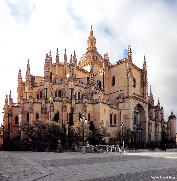 The Сathedral of Segovia, Spain. https://victortravelblog.com/2013/07/05/5-world-famous-sights-of-spanish-segovia-in-5-days/