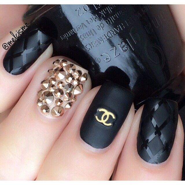 nails.quenalbertini: Black and Gold Chanel Nails