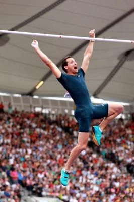 Lavillenie flies into the sky in London with 6.02m leap – IAAF Diamond League
