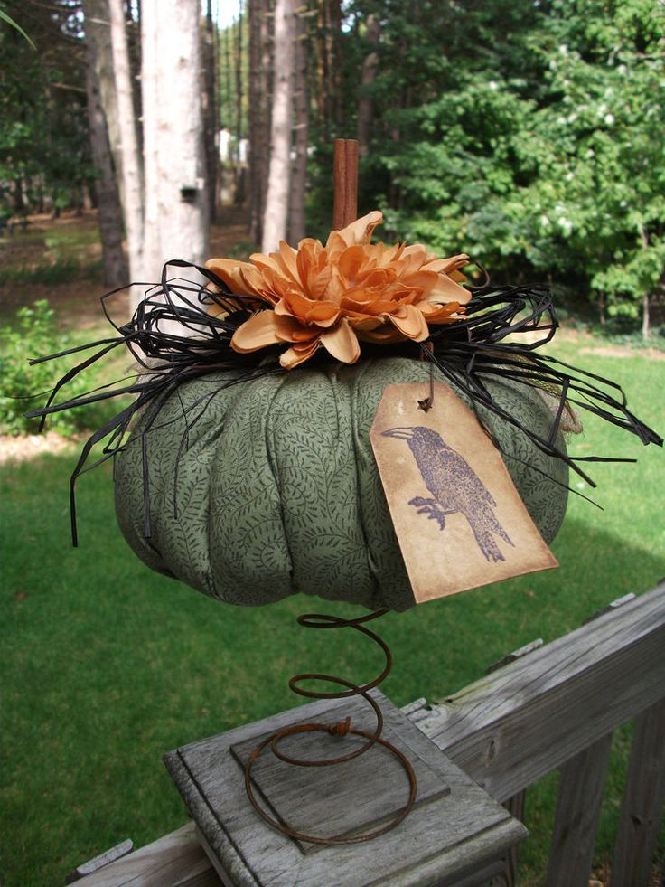 Folk Art PrimiTive Fall Halloween Black Crow TaG PUMPKIN Nodder Table decoraTion #NaivePrimitive #MelissaHarmon