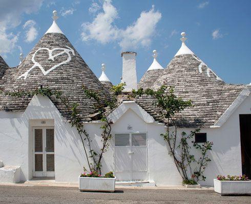 Daca ai vazut tot ce era mai important in Italia, te invit sa vizitezi Alberobello, satul alb fascinant al Italiei!