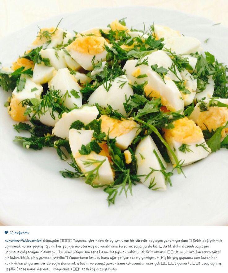 Yumurta salatası, Haşlanan yumurtalar parçalara bölünür, nane dereotu maydanoz, taze yeşil soğandan oluşan yeşilliklerle harmanlanır..Tuz, karabiber, kırmızıbiber, limon ve zeytinyağ ile tatlandırılır..