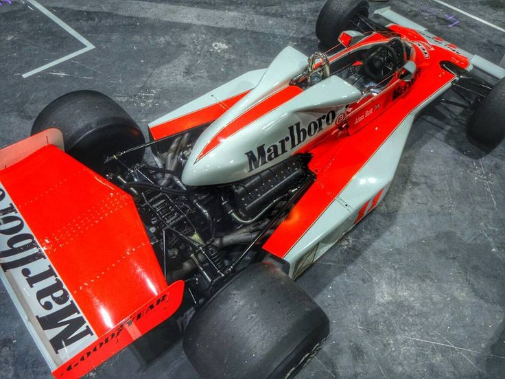 London Classic Car Show this weekend was such a good event last year. This Mclaren M23 of James Hunt was a highlight... #londonclassiccarshow #classic #F1 #mclaren #grandprix #sonyqx10 #retro by liamchad