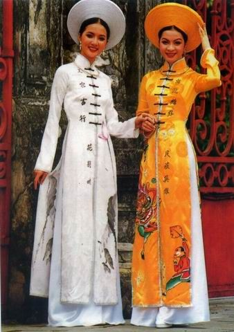 Traditional Dress Vietnam by Toilucky, via Flickr