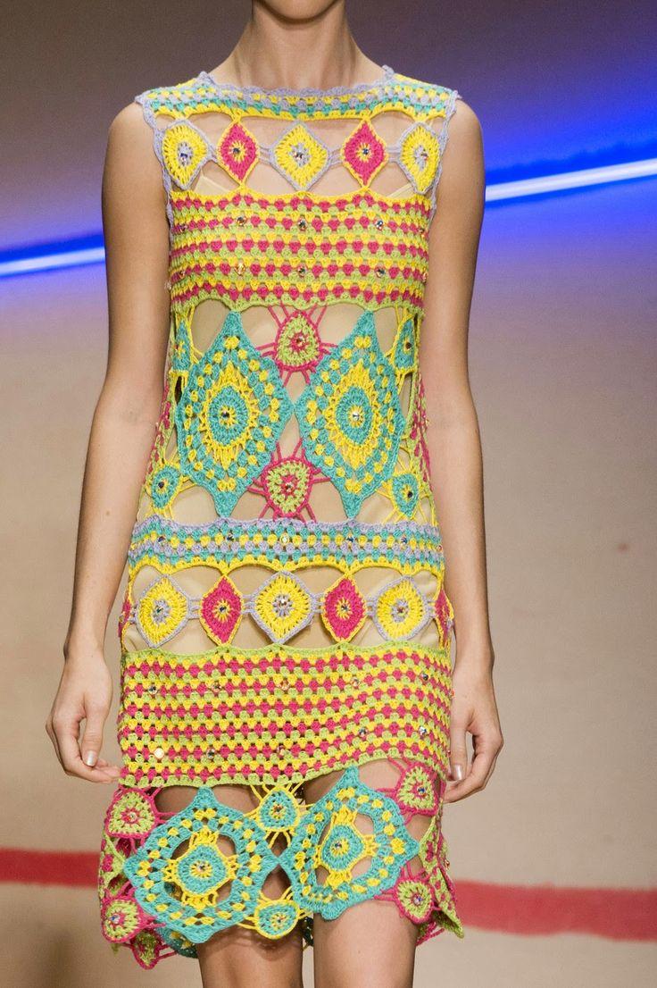 Vestido de verão da coleção do crochet Laura Biagiotti Primavera de 2015: Crochet e tricô