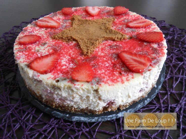 Cheesecake printanier aux fraises Gariguette et speculoos  http://unefaimdeloup.eklablog.com/cheesecake-printanier-aux-fraises-gariguette-et-speculoos-a107909438