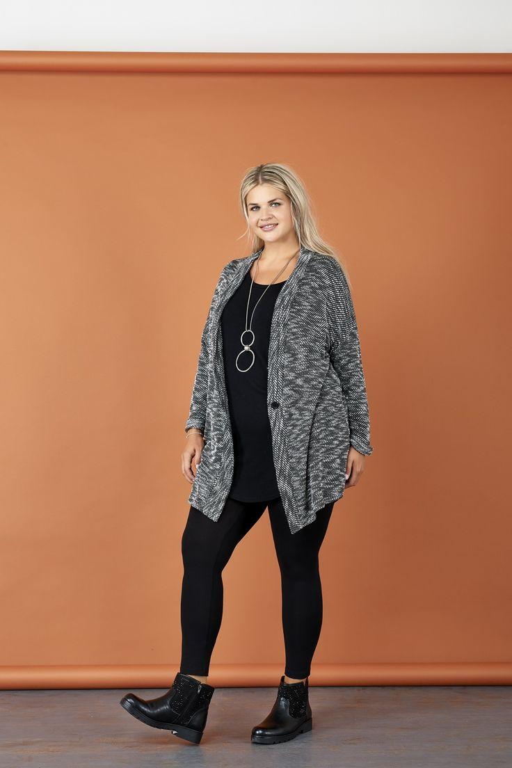 Vestibilità over e fascino ultra glam: scopri la nuova collezione No Size Just Over.