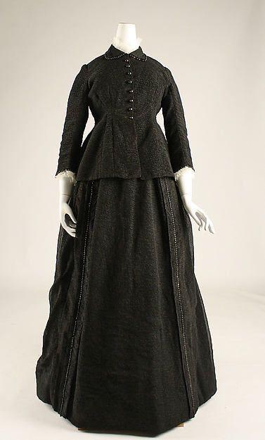1875 silk mourning dress. Via Metropolitan Museum of Art, New York, USA.