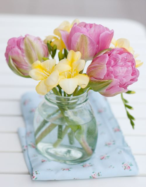 Sorbet shades: Happy Friday, Baby Food Jars, Spring Flowers, Pink Yellow, French Bulldogs, Flowers Centerpieces, Colors Rose, Pretty Flowers, Desks At Work