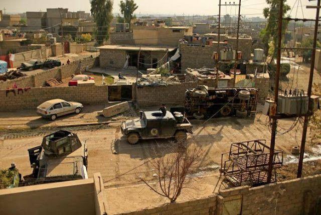 Mosul hampir dikepung militer Irak  kendaraan militer CTS Irak melaju di lingkungan al-Zahraa Mosul Irak  Tentara Irak di utara Mosul bersiap menguatkan barisan untuk menghadapi ISIS yang bertahan di kota itu. Penyerangan Mosul telah memasuki minggu ke-empat dan wilayah itu hampir sepenuhnya terkepung. Namun pertahanan militan baru bisa ditembus di bagian timur oleh pasukan elit. Pasukan khusus di utara Mosul mengatakan mereka mulai menargetkan Hadba kawasan pertama dalam batas kota yang ada…