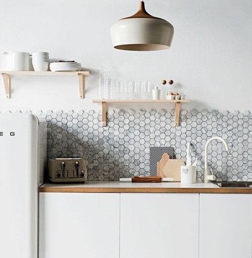 17 beste idee n over grijze tegelvloeren op pinterest grijze tegels tegel vloeren en tegel - Grijze wand taupe ...