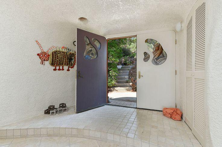 À vendre: Une maison comme les Pierrafeu | CHEZ SOI Photo: ©flintstonehouse280.com #deco #maisondereve #pierrafeu #sanfrancisco #californie #architecture