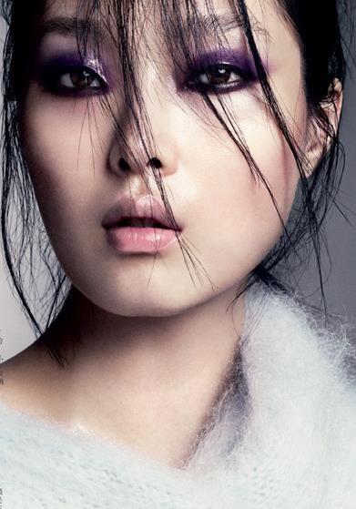 Joli maquillage violet... #TheBeautyHours
