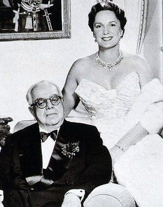 """La Begum et Aga Khan III , Yvette Labrousse met Sir Sultan Muhammad Shah, Aga Khan III in Egypt and they married on 9 October 1944 in Switzerland. The new Begum assumed the name of Om Habibeh after one of the Prophet Muhammad's wives.[3] Her husband playfully nicknamed her """"Yaky"""", which was composed from the initials of """"Yvette"""", """"Aga"""" and """"Khan""""."""