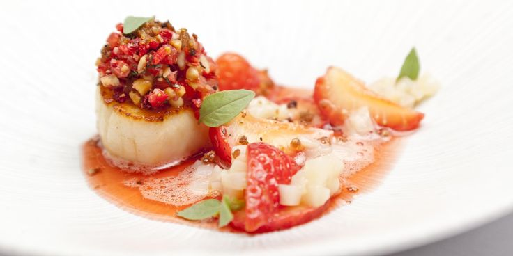 Scallops, Sweet Eve strawberries and balsamic