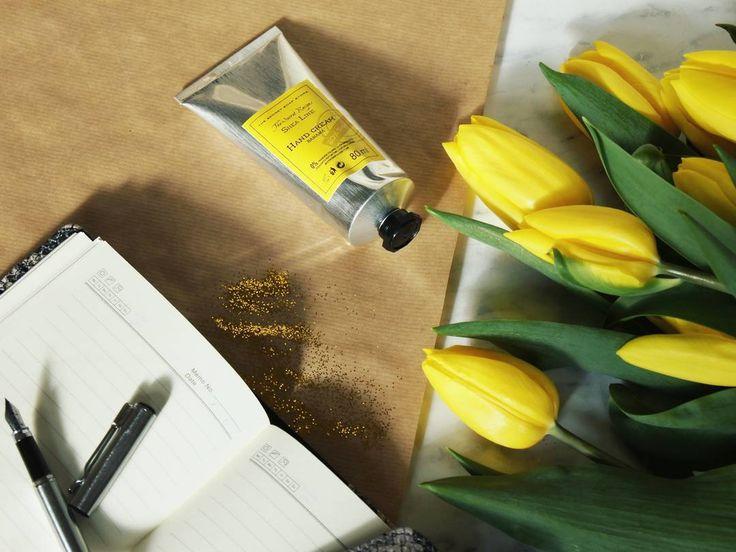 U Was też tak wiosennie?😊 https://secret-soap.com/krem-do-rak-banan-80-ml-616.html #thesecretsoapstore #natural #cosmetics #handcream #sheabutter #flowers #banana #spring #sunny #sunday Lubię to!